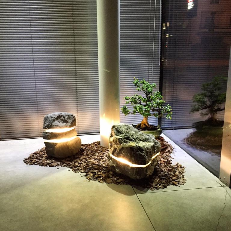brandt gartenbau und natursteine naturstein led beleuchtung. Black Bedroom Furniture Sets. Home Design Ideas